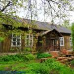Drewniany dworek Kapeckich w Kołacinie woj. łódzkie