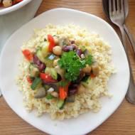 Aromatyczne ratatouille z kaszą jaglaną, ciecierzycą i czerwoną fasolą (Ratatouille con ceci, fagioli rossi e miglio)