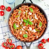 Makaron ze szparagami w sosie pomidorowym