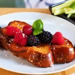 Tosty francuskie z chałki z owocami