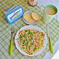 Omlet z szynką i groszkiem