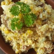 Sałatka z młodych ziemniaków,ogórków małosolnych i prazonej cebulki