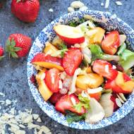 Sałatka z truskawkami i nektarynkami