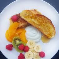 Słodkie śniadanie czyli chałka smażona z owocami