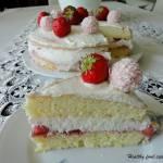 Fit tort Rafaello z truskawkami