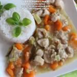 Udka kurczaka z marchewką i selerem naciowym w delikatnym sosie