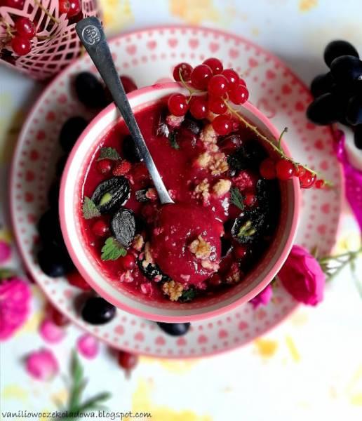 Red smothies bowl z truskawkami