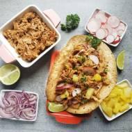 Taco z ananasem i szarpaną wieprzowiną