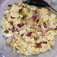 Sałatka z indyka z czerwoną fasolą i makaronem