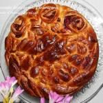 Fantazyjne drożdżowe ciasto z wiśniami