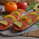 Kolorowe kanapki z warzywami