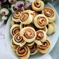 Ślimaczki cynamonowe z ciasta drożdżowego
