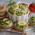 Kanapki proziaki z pastą z bobu i jajkami