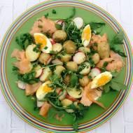 Piątek: Sałatka z łososiem i młodymi ziemniakami