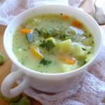 Zupa z bobem, cukinią i ziemniakami