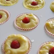 Cytrynowe babeczki z malinami