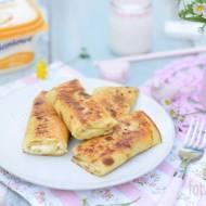 Naleśniki z białym serem i cynamonem.