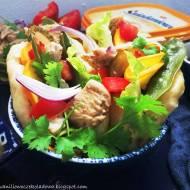Śniadaniowe bao bans z gotowanym indykiem i warzywami