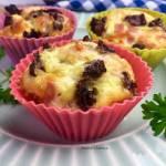 Muffinki jajeczne ze szpinakiem i suszonymi pomidorami