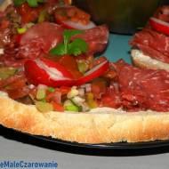 Kanapki z Bresaolą i czekoladowymi pomidorami