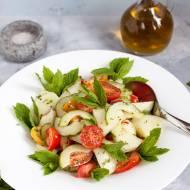 Sałatka z melona, pomidora i ogórka z dressingiem z chilli i mięty