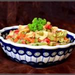 Sałatka makaronowa z kabanosem