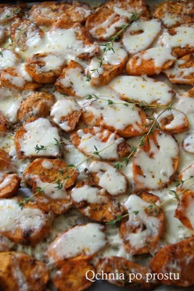 Pieczone bataty z mozzarellą