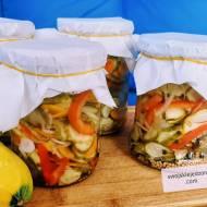 Sałatka z ogórków i cukinii do słoików