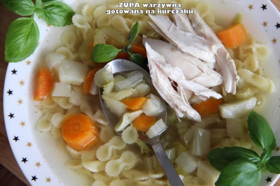 Zupa warzywna gotowana na kurczaku