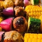 Czwartek: Szaszłyki z młodymi ziemniakami i pulpecikami