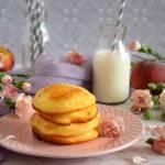 Racuszki na zsiadłym mleku z brzoskwiniami
