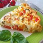 Tarta na francuskim cieście z cukinią, papryką i fetą (Torta di sfoglia con zucchine, peperoni e feta)