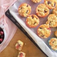 Muffinki z czereśniami i kruszonką / Sweet Cherry Streusel Muffins