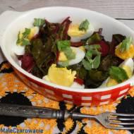 Sałatka z botwinki z jajami