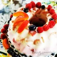 Letni sernik na zimno z owocami