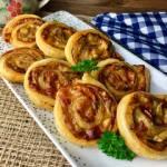 Rollsy z pieczarkami i serem (ślimaczki z ciasta francuskiego)