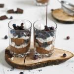 Deser czekoladowy z mascarpone i borówkami