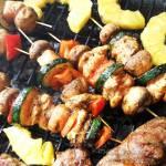 Szaszłyki z indyka z pieczarkami, papryką i cukinią
