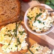 Pasta jajeczna z wędzonym serem