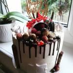 Tort śmietankowy z malinami