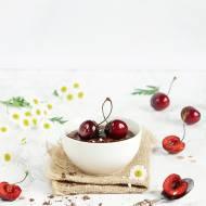 Czekoladowy pudding jaglany z czereśniami