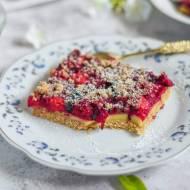 Pełnoziarniste kruche ciasto z owocami i masą serową