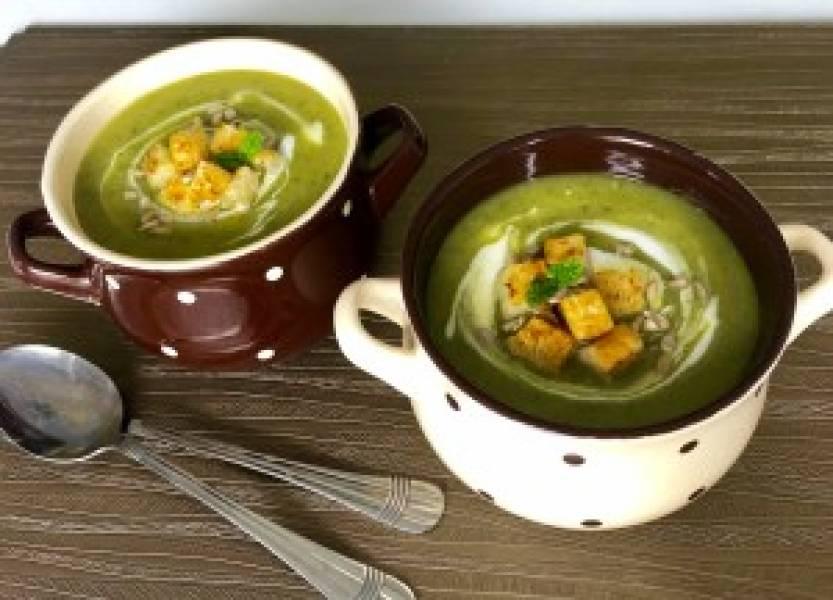Kremowa zupa z cukinią i grzankami