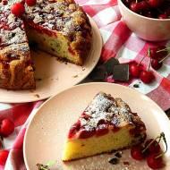 Wilgotne ciasto z wiśniami i czekoladą
