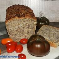 Chleb pszenny z ziarnami na drożdżach