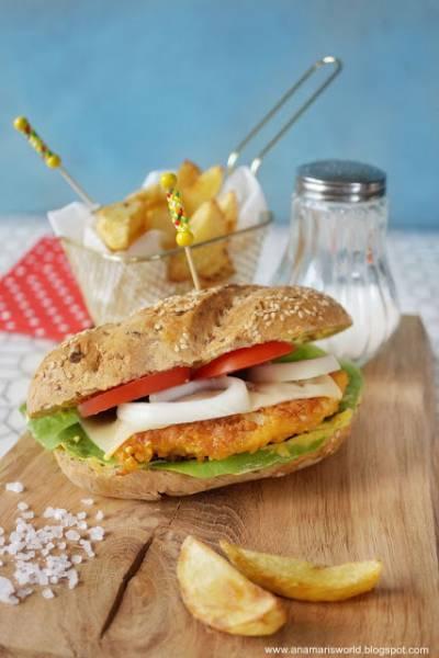 Domowy chicken burger z frytkami