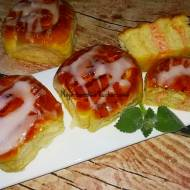 Bułeczki drożdżowe z masą serową