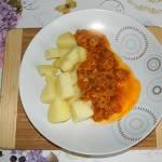 Gulasz z indyka w sosie pomidorowym