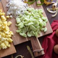 Zupa ogórkowa z curry – Idealna na upalne dni