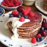 Pancakes z kefirem i owocami. Przepis krok po kroku.